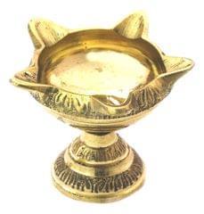 Purpledip Brass Oil Lamp (Diya/Deepam/Deepak): Unique 5 Lights Deepak, Indian Religious Gift (11154)