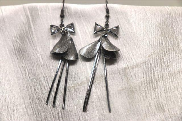 Awesome Danglers : 9.5 centimeters in length