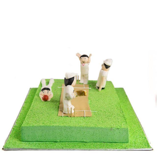 Cricket Pitch & Players Cake