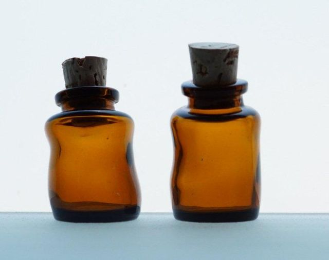 Mini Wonky Bottle with Cork AMBER 10ML