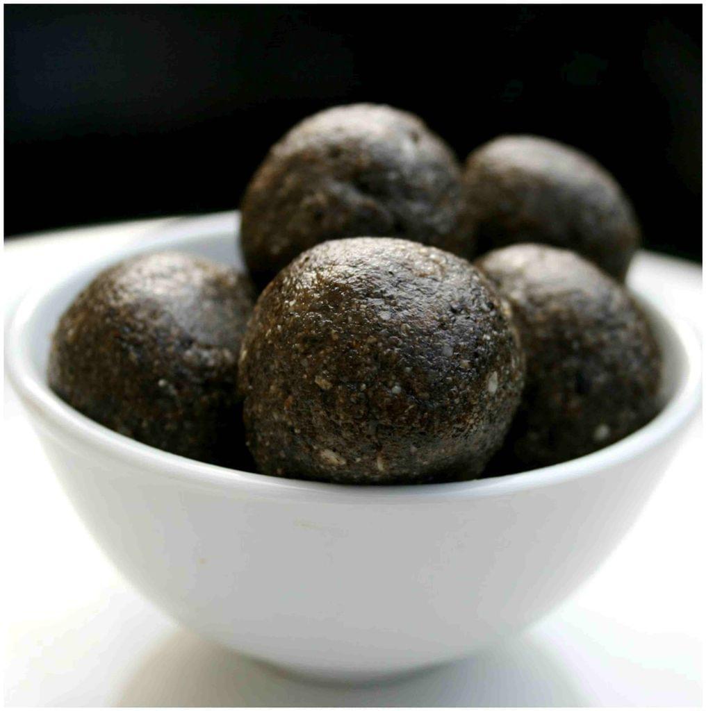 Coimbatore Ellu Urundai (Seasame Balls)