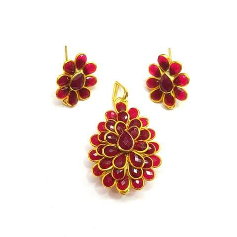 Maroon Pacchi Pendant, Pendant - 1.5 inches, Earrings - 0.75 inch