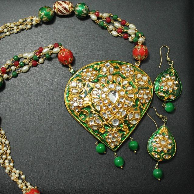 Green Kundan Necklace Set With Earrings