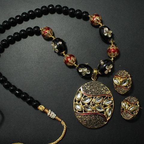 Kundan Necklace Set With Earrings