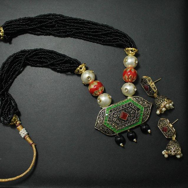 Beaded Kundan Pendants Necklace Set With Earrings Black