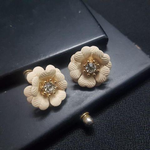 Beautiful Creamy Flower style Earrings