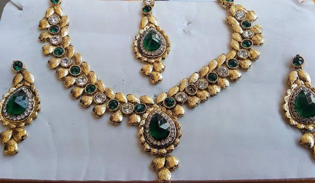 Green Jewelry Set Earrings Gold Tone Mangtikka  Kundan