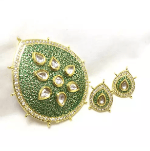 High Quality Kundan Pendant With Meenakari Work Green Color 3x2.5 Inch Approx 1 Set (Pendant With Earring)