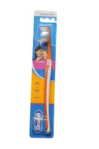 فرشاة أسنان أورال بي كلاسيك ميديوم